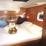 Caribbean sailing catamaran Mimbaw's queen bed.